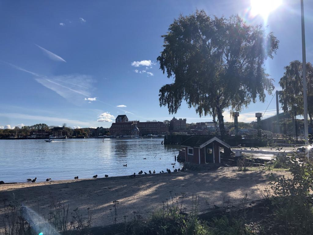 A shot from the same place, straight across the river where the old port brewery has been turned into an upscale hotel, and where the run-ins of the old castle of Gothenburg can be found.